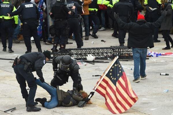 اکثریت مردم آمریکا ترامپ را عامل شورش و بلوا در کنگره می دانند