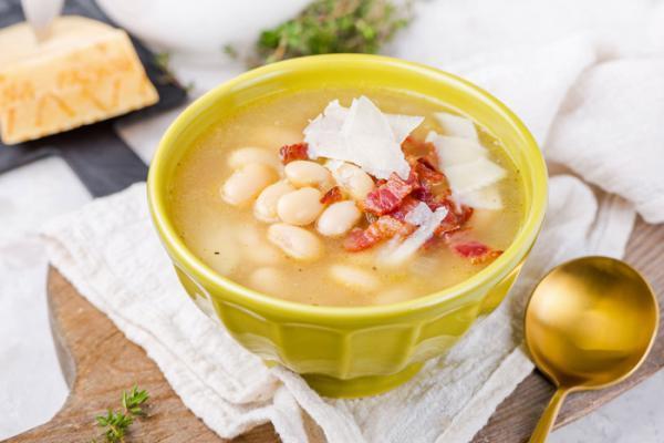 طرز تهیه سوپ لوبیا سفید به 2 روش ایتالیایی و با مرغ