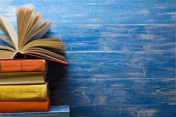 در بهارانه کتاب 1400 بیست میلیارد تومان کتاب خریداری شده است ، کتابخوان ها مشغول کارند